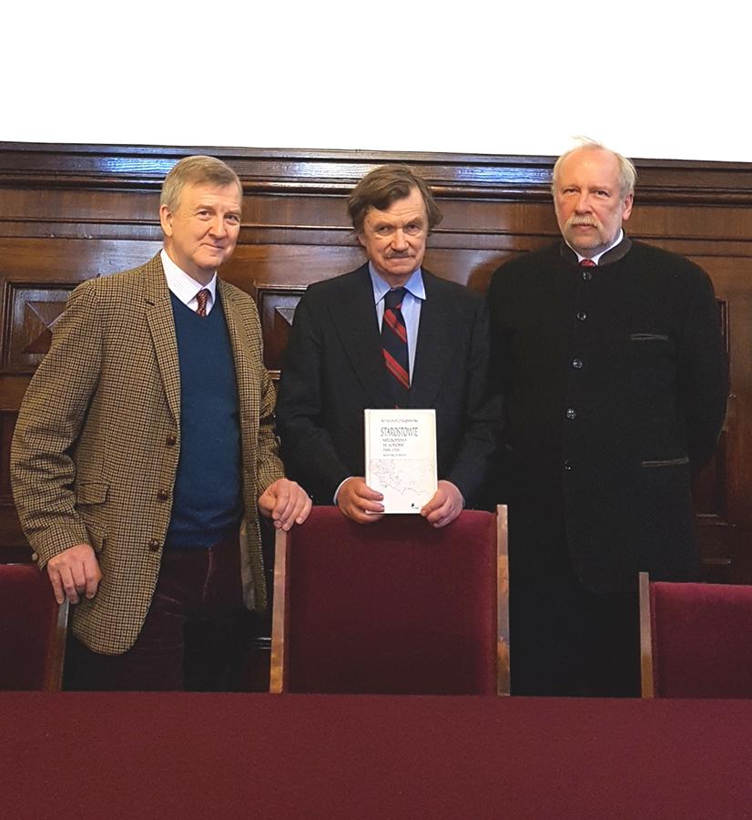(left to right) Piotr Piniński, president of the Lanckoronski Foundation, together with professors Krzysztof Chłapowski and Sławomir Górzyński, editor-in-chief of the publishing house Wydawnictwo DiG.