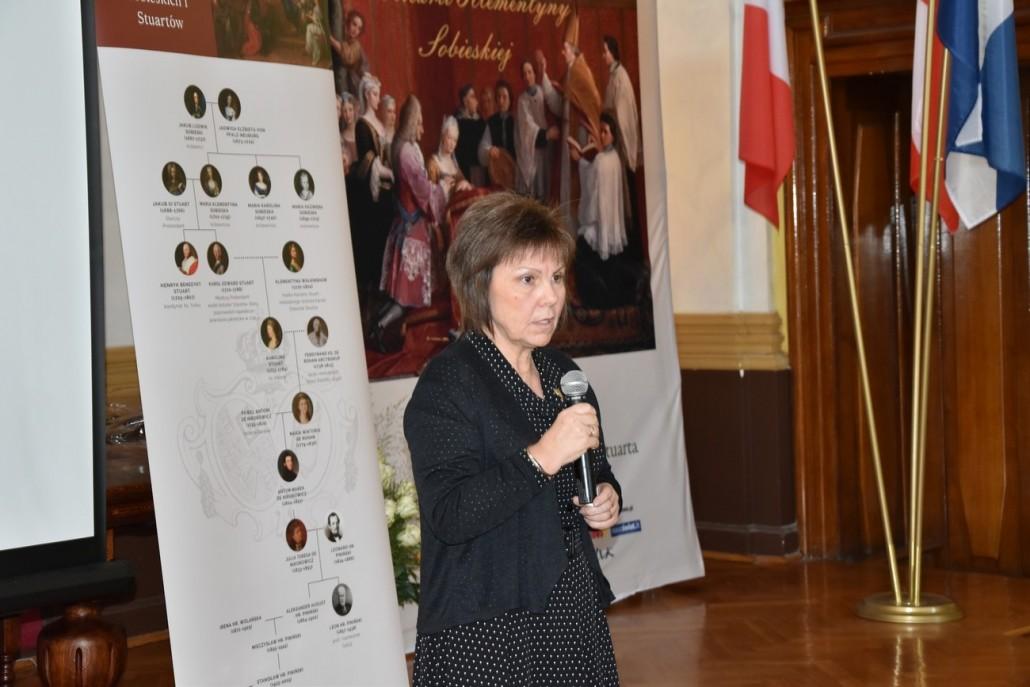 Profesor Aleksandra Skrzypietz z Uniwersytetu Śląskiego w Katowicach podczas wykładu o Marii Klementynie Sobieskiej