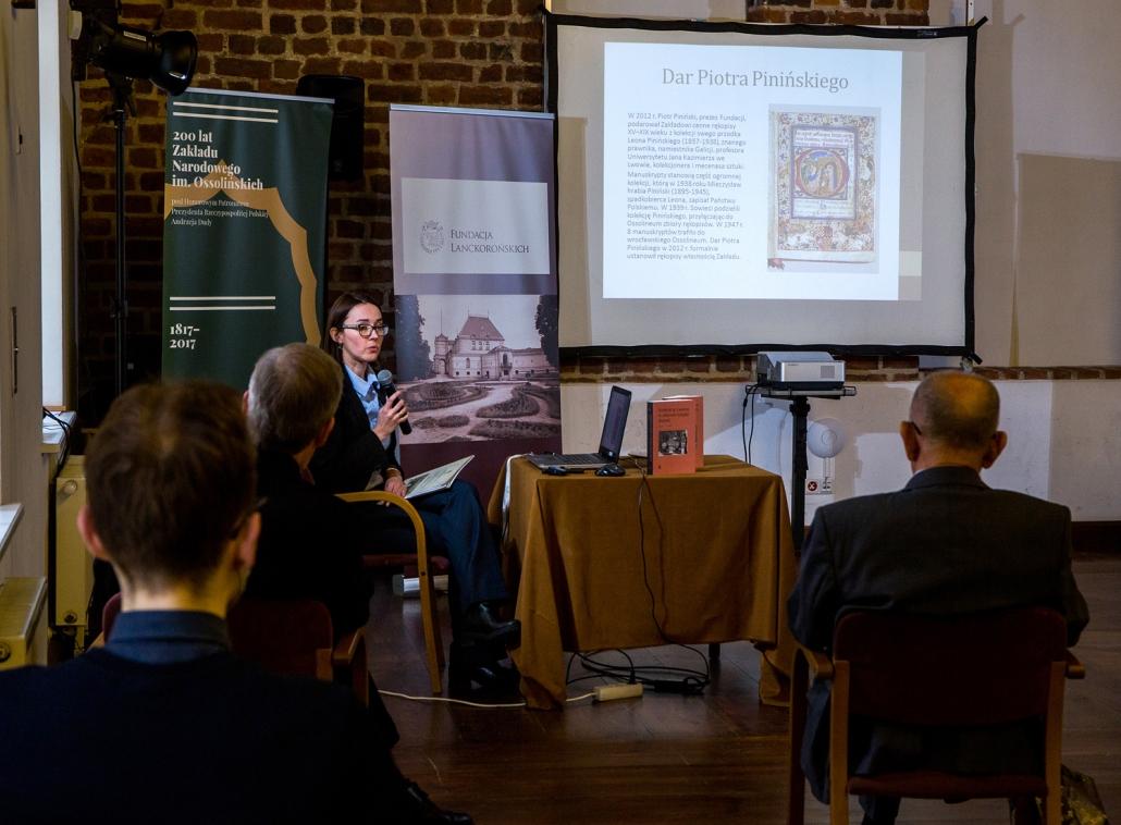 Dr Agnieszka Franczyk-Cegła podczas prezentacji publikacji.